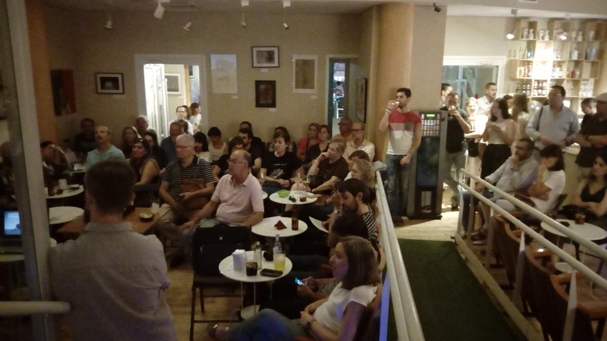 Un momento de la intervención de José Luis Díaz Reyes, del Blog Arte en Ruinas, para la V edición de Cafés con Historia