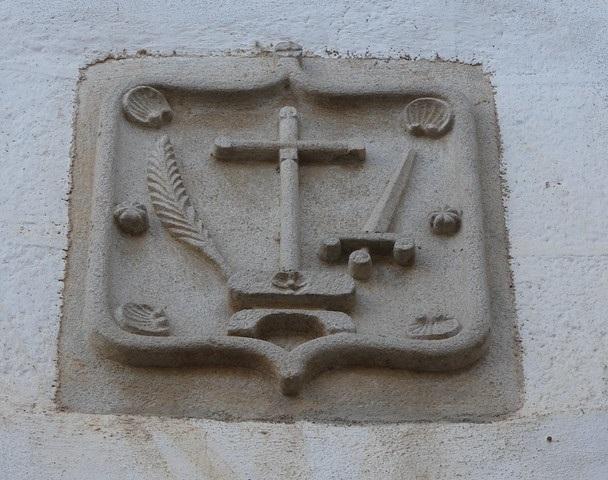 Escudo de la Inquisición en Coria