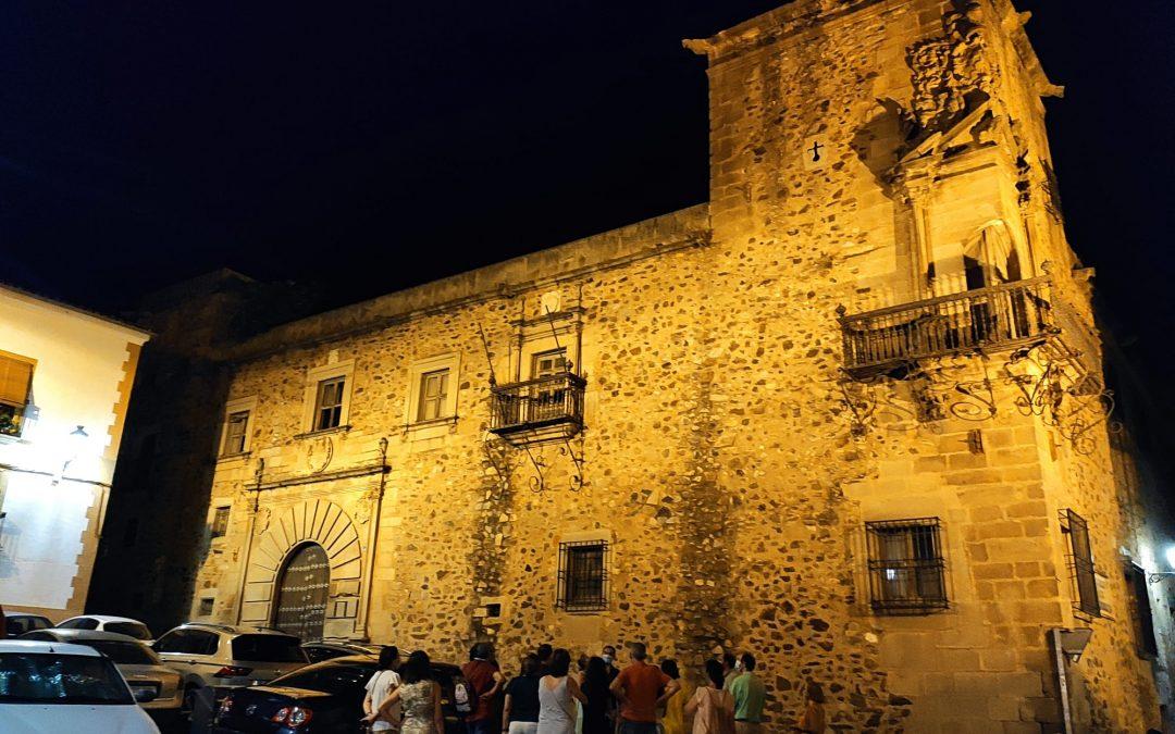Palacio de Godoy iluminado en Cáceres