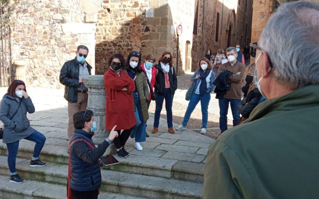 "Fotografía de la ruta cultural ""Cáceres en Guerra"", del ciclo ""Cáceres para cacereños"""
